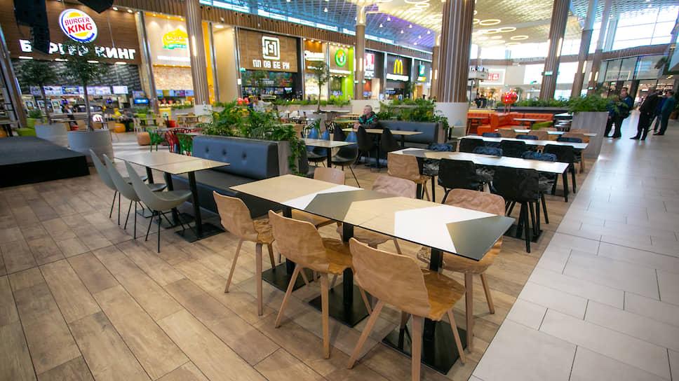 Чиновники усиливают полумеры / Фуд-корты и фитнес-клубы оставят без посетителей, но сохранят доступ в торговые центры