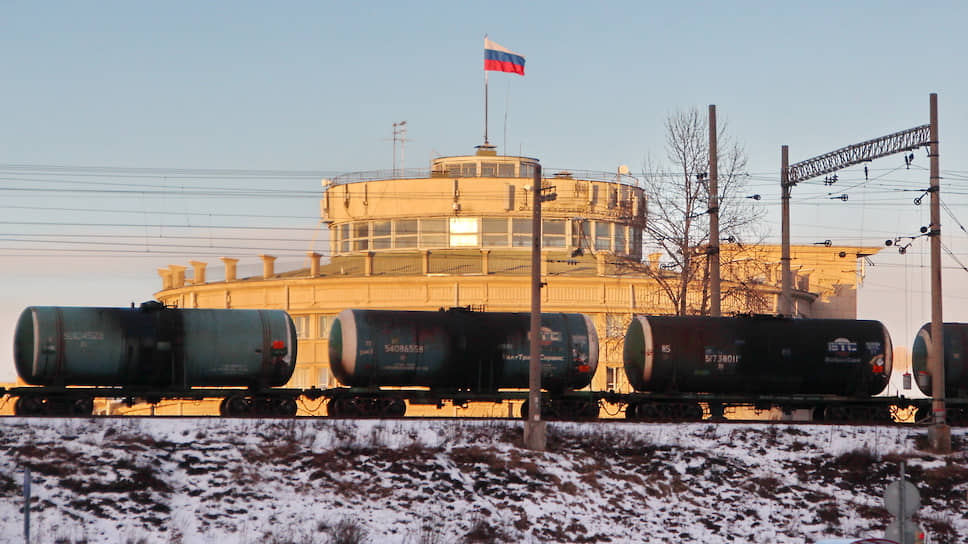 Хранить нельзя сбыть / Киришский НПЗ может задействовать цистерны железнодорожных операторов как резервуары для нефтепродуктов