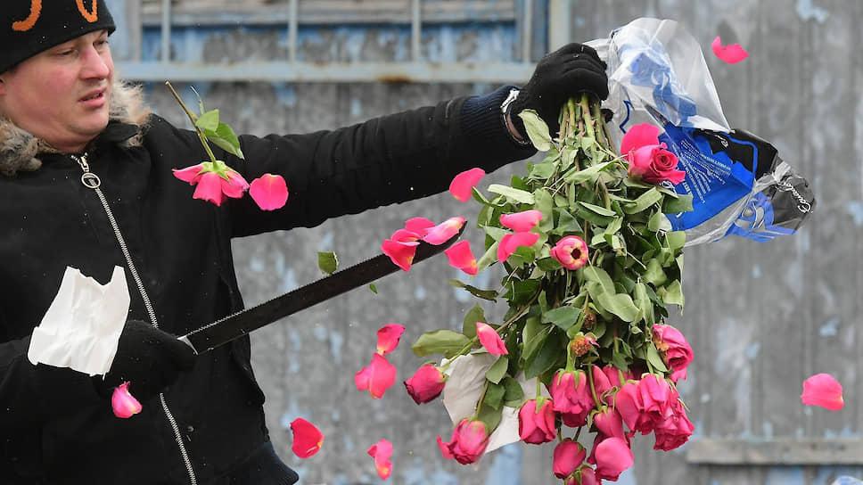 Герберы спрятались, поникли примулы / Участники цветочного рынка просят правительственной поддержки