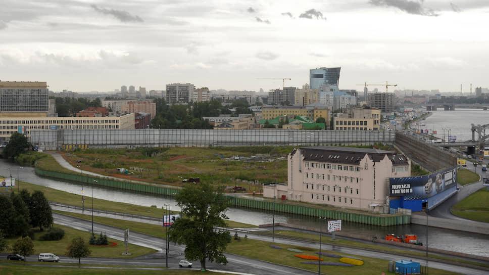 Охтинский мыс пытаются обогнуть на суде / Депутаты намерены наложить запрет на строительство общественно-делового центра
