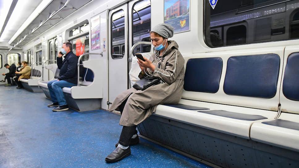 Минус за вирус / Мобильность пассажиров общественного транспорта остается отрицательной