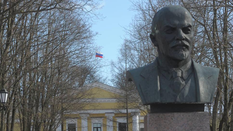 Правительство Ленобласти и центральную резиденцию губернатора планируется разместить в здании на улице Киргетова, 1, где сейчас находится администрация Гатчинского района