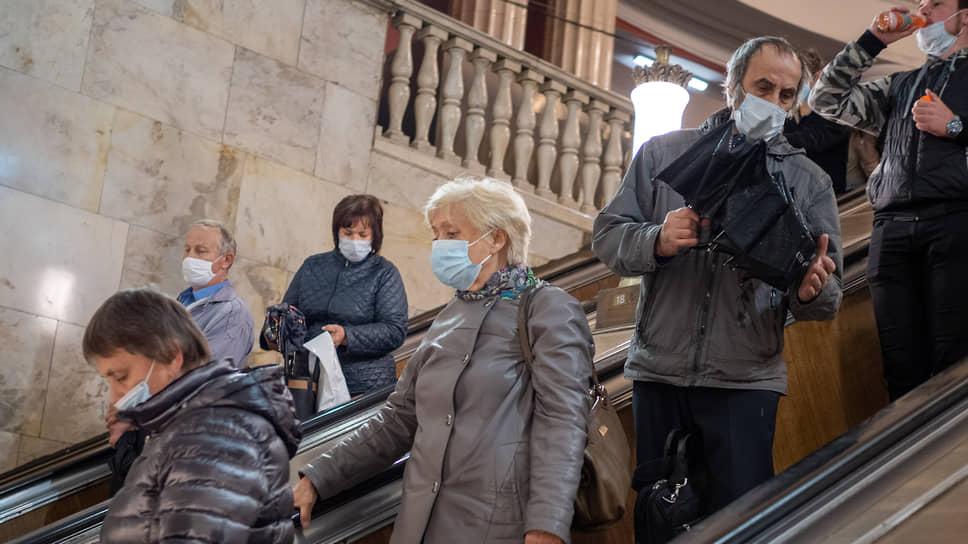 Прикрыть проблемы маской / Власти города и области не спешат следовать примеру Москвы в применении жестких мер поборьбе спандемией