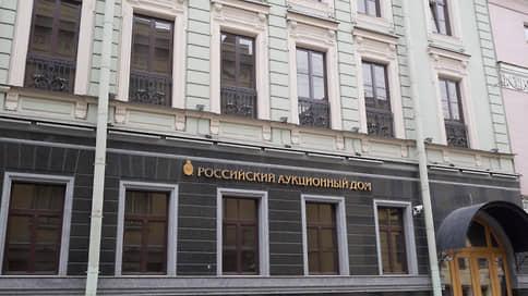 Сбербанк избавляется от земли  / Участок у Константиновского дворца кредитное учреждение оценило в полмиллиарда рублей