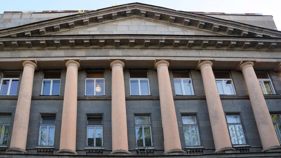 Проект ФСК заворачивают в бумагу / Разрешение на строительство жилья на месте ВНИИБ приостановлено судом