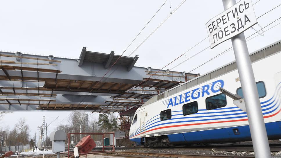 По некоторым оценкам, время закрытия переездов на петербургских дорогах на Московском направлении составляет примерно 13 часов в сутки, на Витебском и Финляндском направлении — около восьми часов в сутки