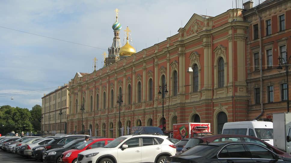 Эксперты считают, что здания могли стоить около 770 млн рублей. Но поскольку они находятся в плачевном состоянии, в их реконструкцию придется вложить еще 500–800 млн рублей