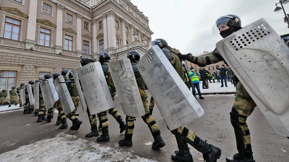 Депутаты выступили против «диктатуры карателей» / Эсеры просят губернатора разрешить митинги