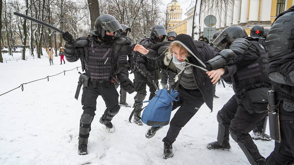 Депутаты хотят обсудить митинги / на слушаниях в ЗакСе