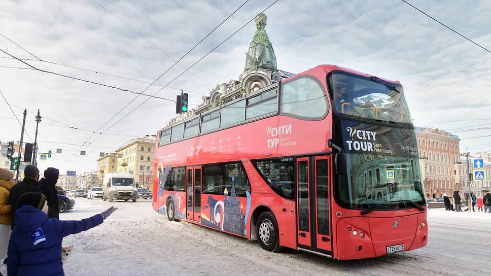 Девальвация дорогих гостей / В ближайшие годы туристов в Петербурге станет почти на треть меньше