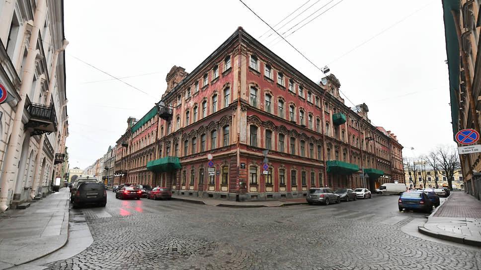 Сделку по приобретению комплекса зданий на Галерной улице, 20–22, общей площадью 11,6 тыс. кв. м «Еврострой» закрыл в конце прошлого года. Ее стоимость оценивалась в 420–450 млн рублей