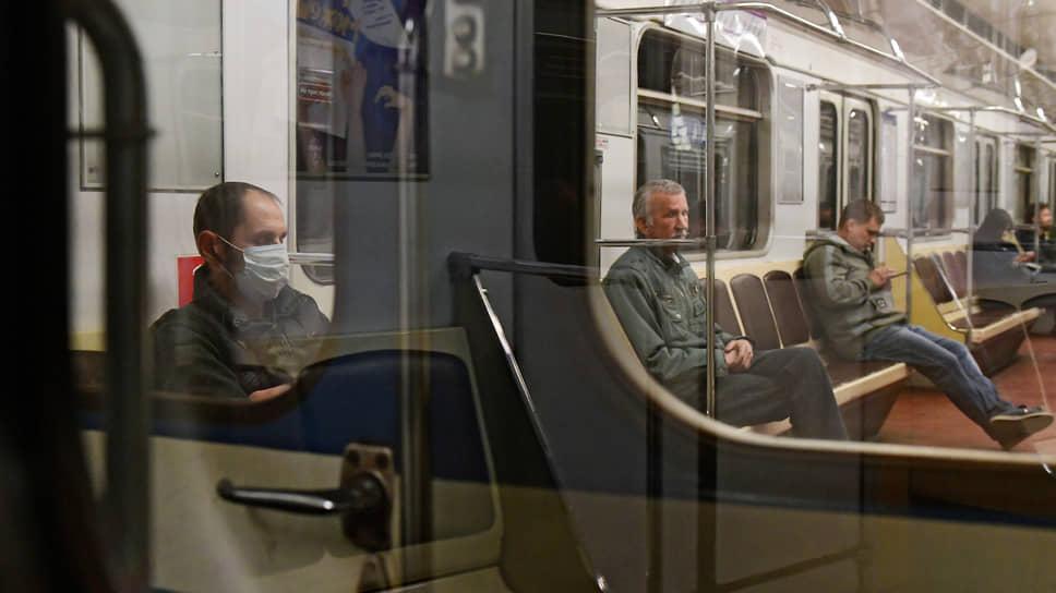 Пассажиры пересаживаются на удаленку / Транспортная мобильность населения сохраняет отрицательную динамику