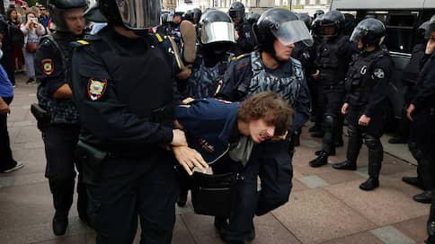 Общее количество задержанных на акции у Гостиного двора превысило 50 человек
