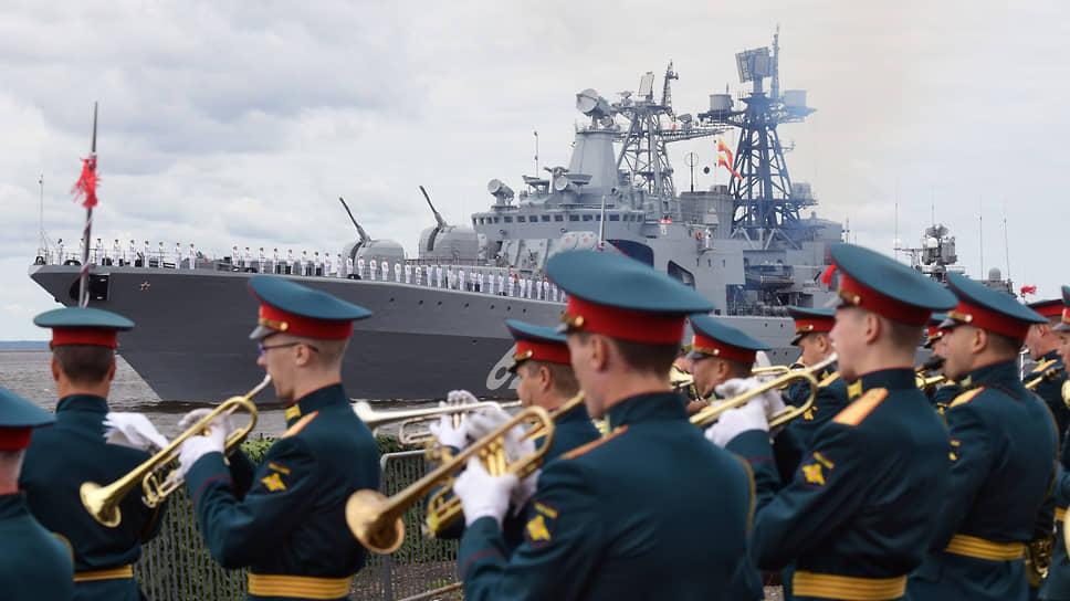 Военно-морской парад в честь Дня Военно-морского флота (ВМФ) России в Кронштадте