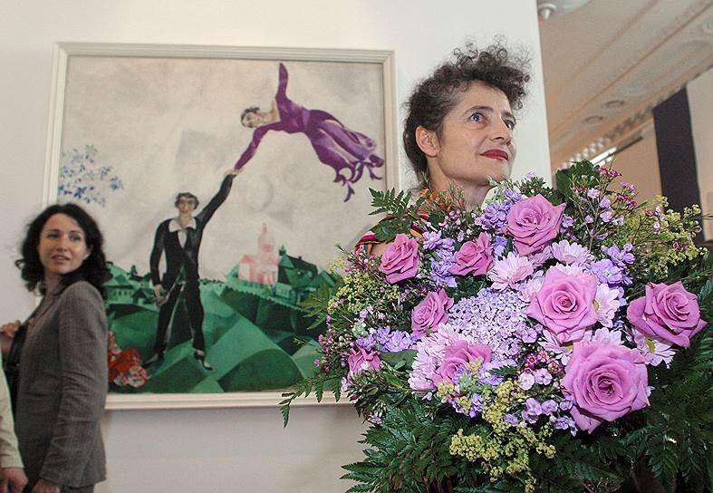 Июнь 2005. Внучка художника Марка Шагала Грабер Меер на церемонии открытия выставки произведений своего деда