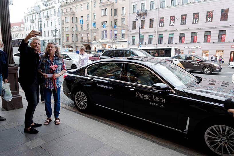 Официальный партнер вечера — премиальные классы «Яндекс Такси»