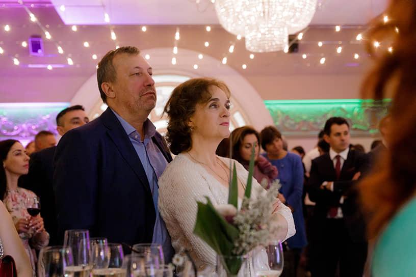 Председатель совета директоров ПАО «Звезда» Павел Плавник с супругой