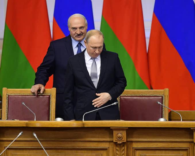 VI Форум регионов России и Белорусии в Таврическом дворце. Президент России Владимир Путин (справа) и президент Белоруссии Александр Лукашенко (слева) на форуме