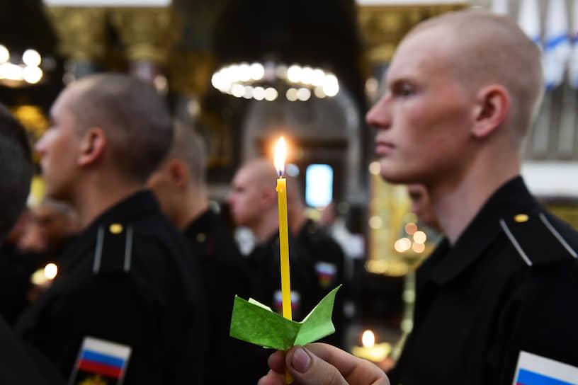 Панихида по погибшим в Баренцевом море морякам-подводникам в Кронштадтском морском соборе святителя Николая Чудотворца