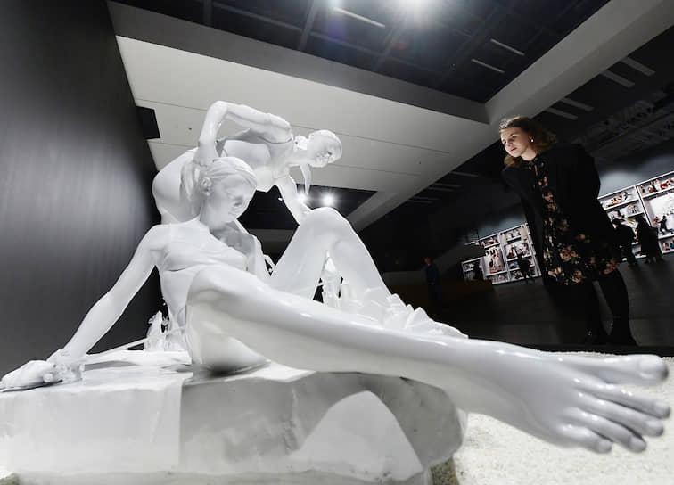 """Выставка арт-группы AES+F """"Предсказания и откровения"""" в Центральном выставочном зале """"Манеж"""""""