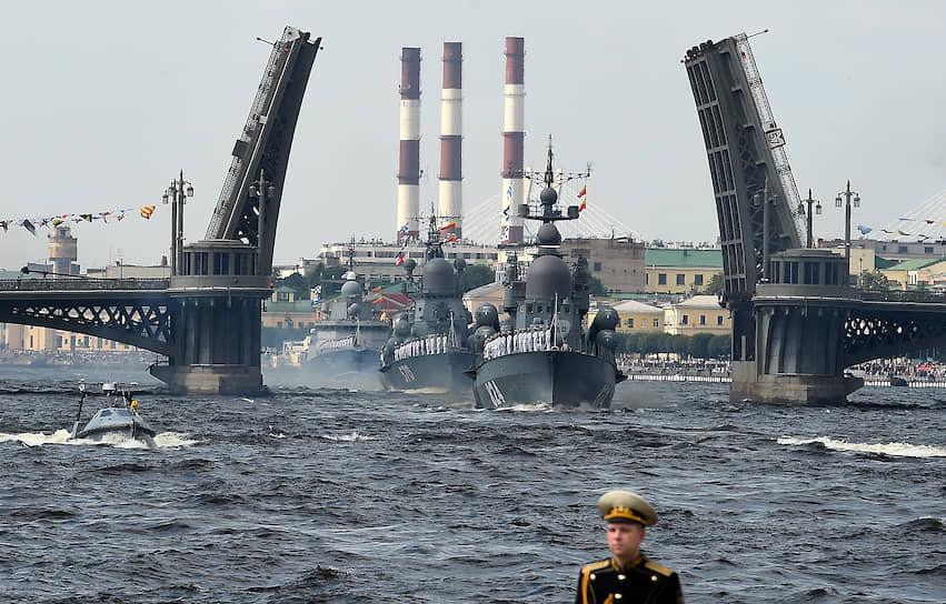 Празднование Дня Военно-морского флота (ВМФ) России в Санкт-Петербурге