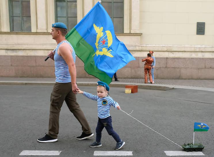 Народные гуляния посвященные 88-й годовщине со дня образования Воздушно-десантных войск (ВДВ) России