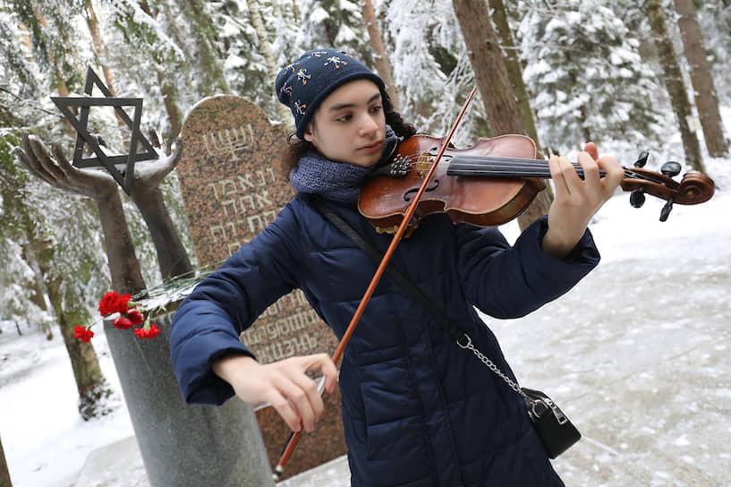 Траурные мероприятия, посвященные Дню памяти жертв политических репрессий на Левашовском мемориальном кладбище