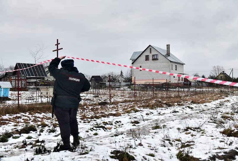 Дом в поселке Химози, в котором правоохранительные органы обнаружили оружие и главу семьи Андрея Бовта подозреваемого в педофилии