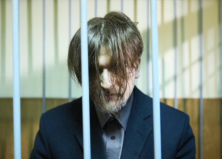 Подозреваемый в насилии и незаконном хранении оружия Андрей Бовт, перед определением меры пресечения в Гатчинском городском суде