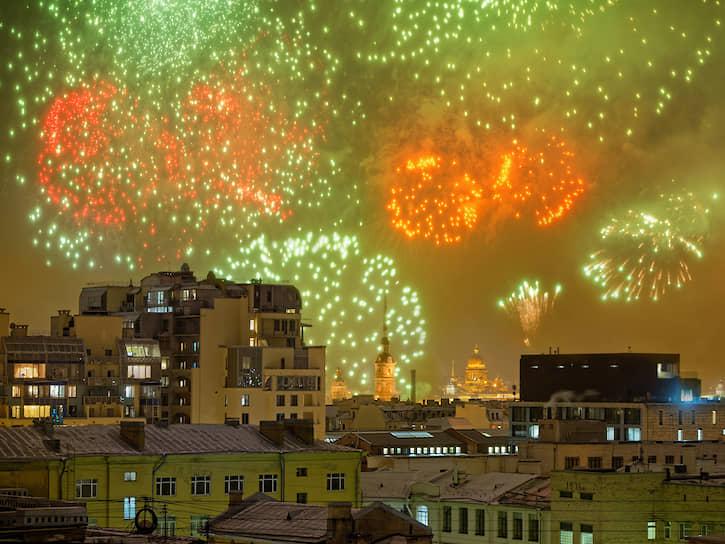Салют в честь 76-й годовщины снятия Блокады Ленинграда