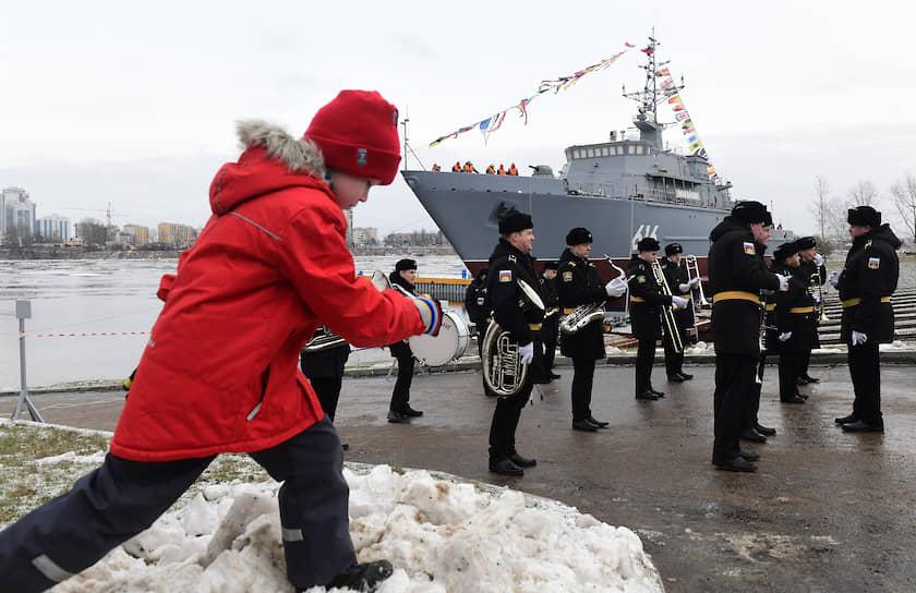 Церемония спуска на воду корабля противоминной обороны проекта 12700 «Яков Баляев» на Средне-Невском судостроительном заводе