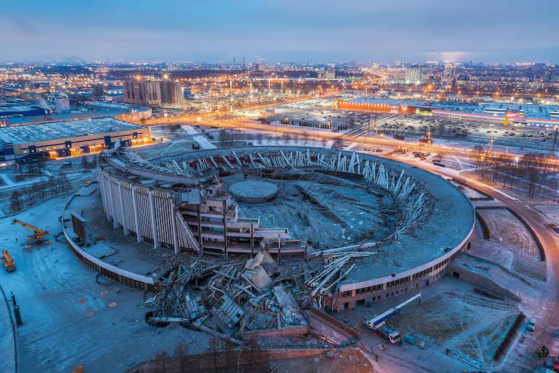 Последствия обрушения крыши Спортивно-концертного комплекса «Петербургский» (СКК) во время демонтажа здания