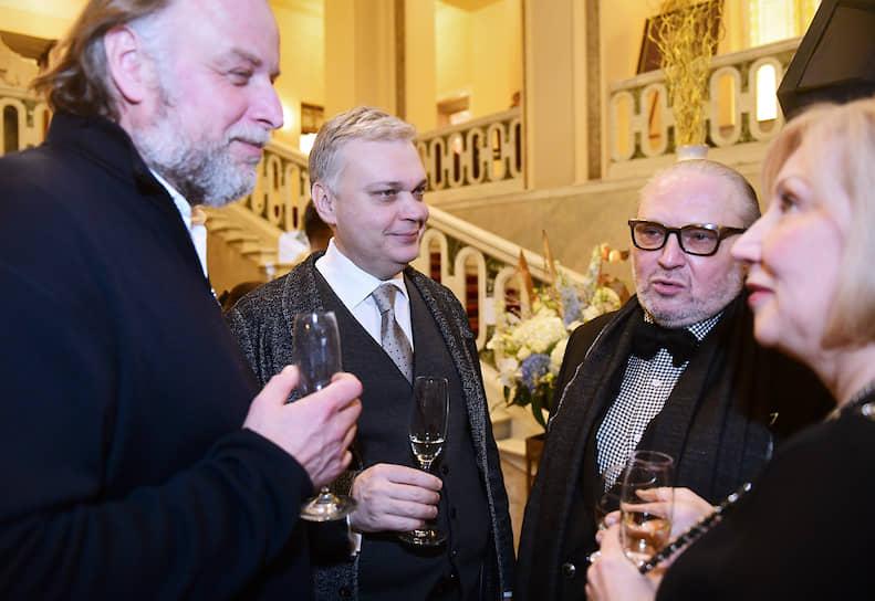 Слева направо: Основатель компании Kino&Teatr Станислав Ершов, глава компании «РосИнтерьерРеконструкция» Никита Архипов и Председатель наблюдательного совета петербургского Синдиката моды и художественный руководитель St. Petersburg Fashion Week Никита Кондрушенко