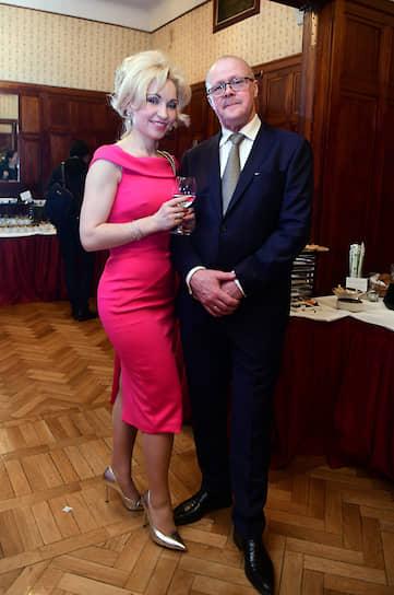 Владелец и главный художник-модельер Ювелирного Дома Алексей Помельников с женой - Анной Помельниковой, дизайнером ювелирного дома