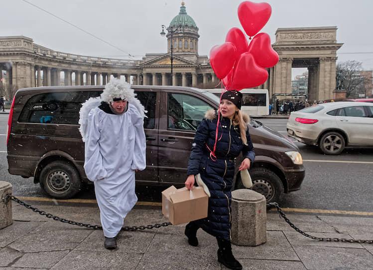 Невский проспект в День всех влюбленных 14 февраля