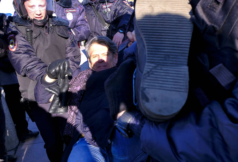 Задержание муниципального депутата МО Васильевский Алексея Касаткина