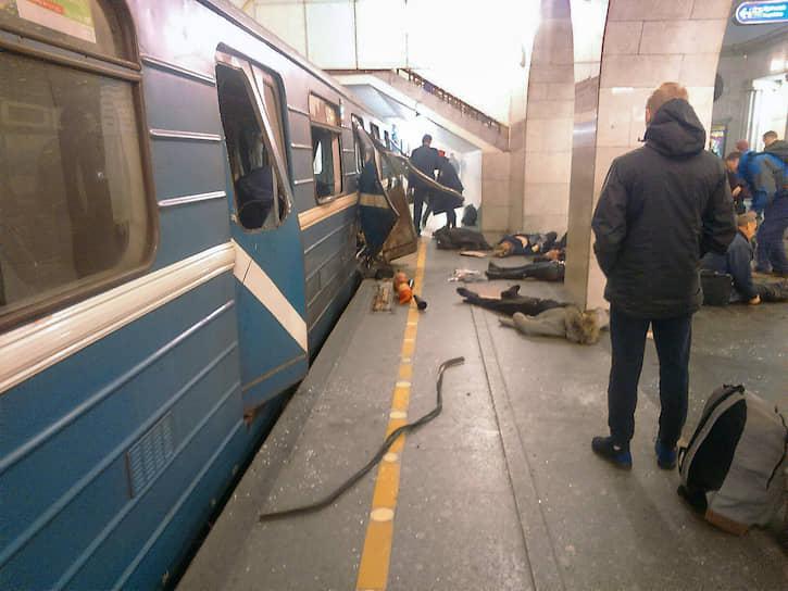 Взрыв в метро прогремел в 14:40 в одном из вагонов поезда на перегоне между станциями «Сенная площадь» и «Технологический институт»