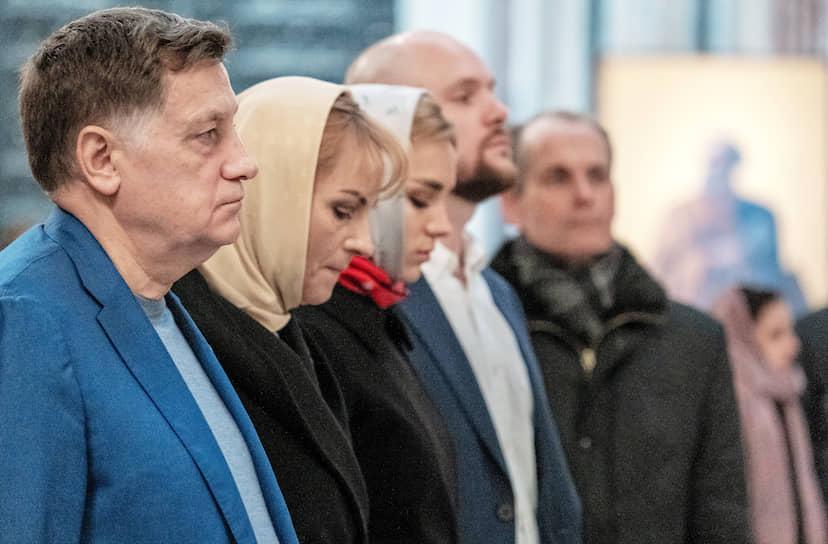 Председатель Законодательного собрания Санкт-Петербурга Вячеслав Макаров (слева) на богослужении в Исаакиевском соборе во время пандемии коронавируса COVID-19