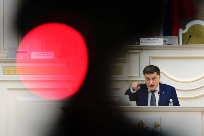 Председатель парламента Санкт-Петербурга Вячеслав Макаров во время выступления о принятии поправок в Конституцию РФ инициированных президентом РФ