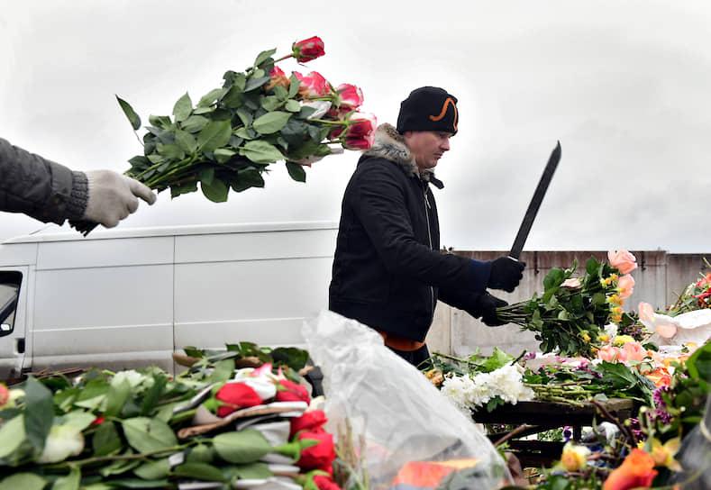 Уничтожение цветочными салонами цветов, которые испортились из-за ввода режима карантина и самоизоляции