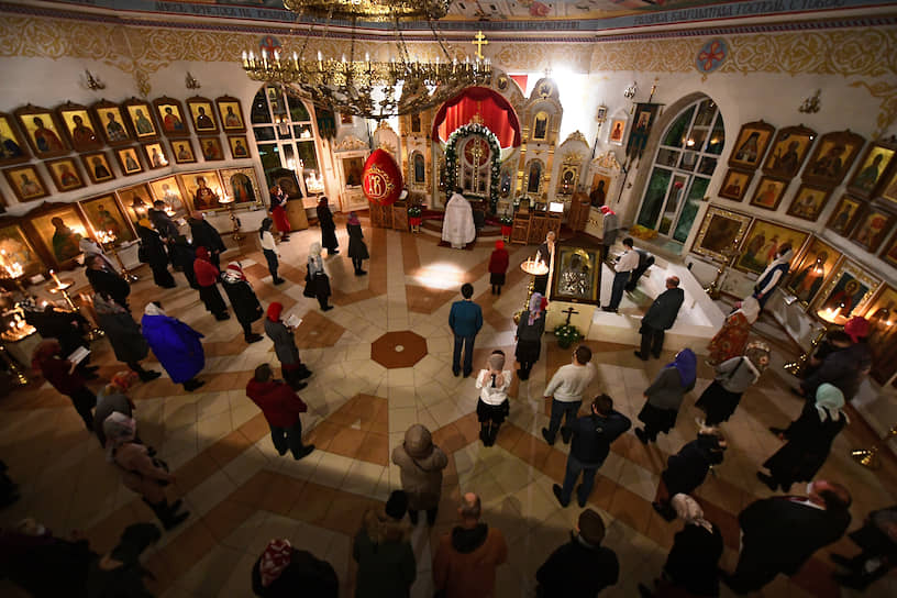Пасхальная служба в храме Спаса Нерукотворного Образа на Дороге жизни