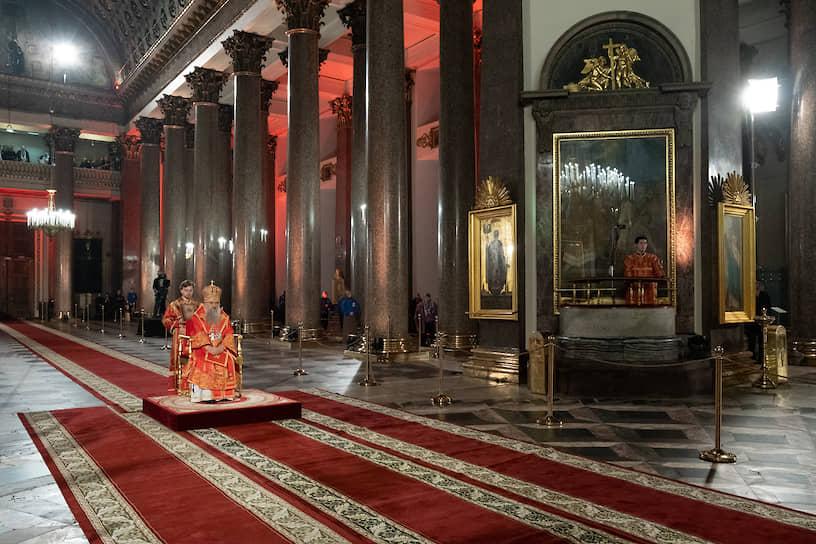 Митрополит Санкт-Петербургский и Ладожский Варсонофий во время Пасхального богослужения в Казанском кафедральном соборе