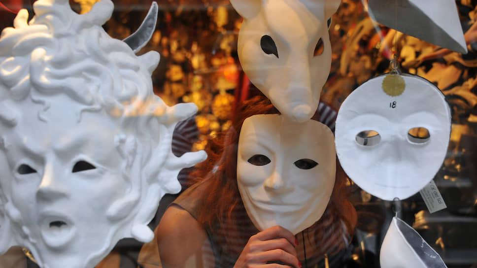 Общественный транспорт натягивает маску