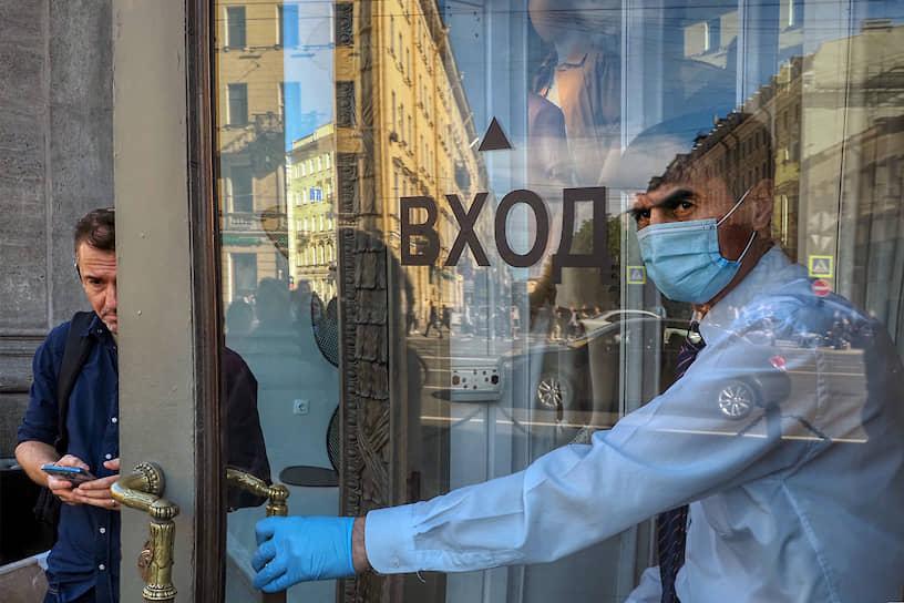 Начало работы непродовольственного магазина после карантина в связи с эпидемией коронавируса