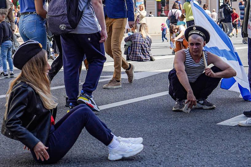 Народные гуляния в честь Дня ВМФ в центре города