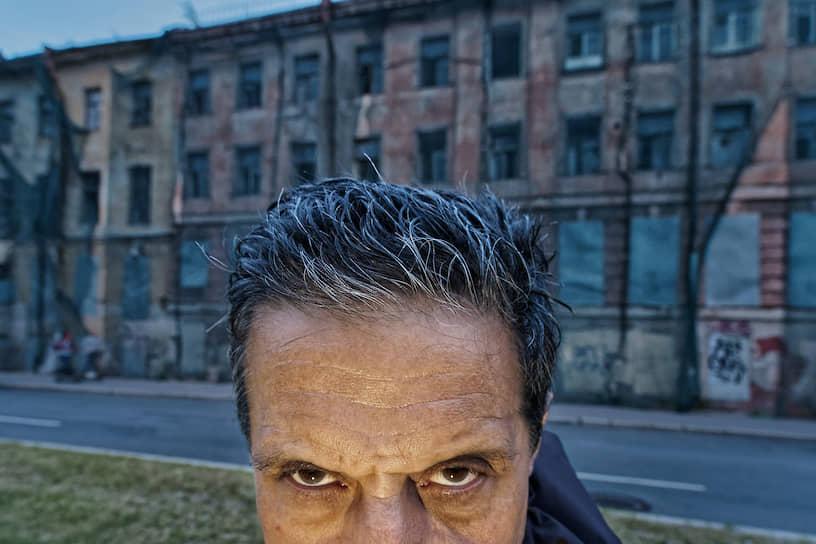 Фотограф фотоагентства Magnum Георгий Пихасов в центре Санкт-Петербурга