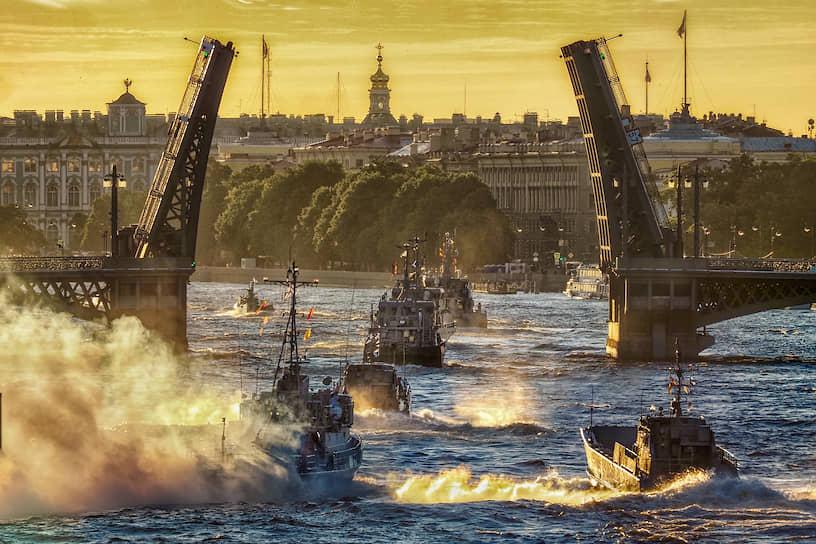 Первая репитиция кораблей-участников Главного военно-морского парада