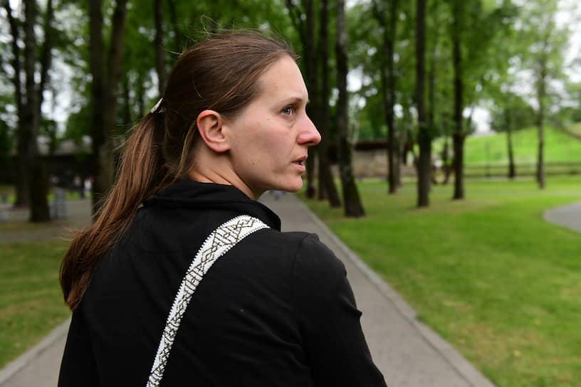 Журналистка Светлана Прокопьева в центре Пскова накануне оглашения ей приговора Вторым западным окружным военным судом по статье УК за оправдание терроризма