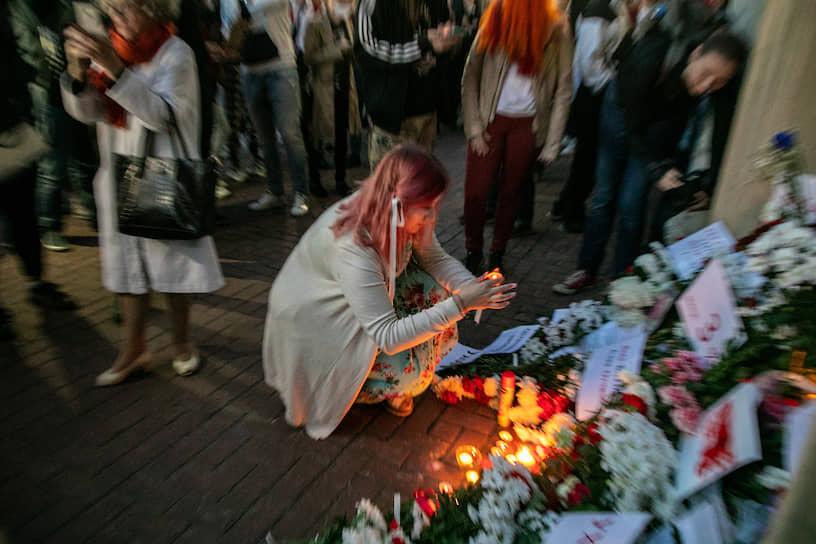 Акция в поддержку жителей Беларуси, которые протестуют против официальных результатов президентских выборов, у здания отделения посольства Беларуси