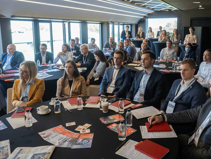 Деловой завтрак «Всем пристегнуть ремни: как технологии выводят бизнес из турбулентности»